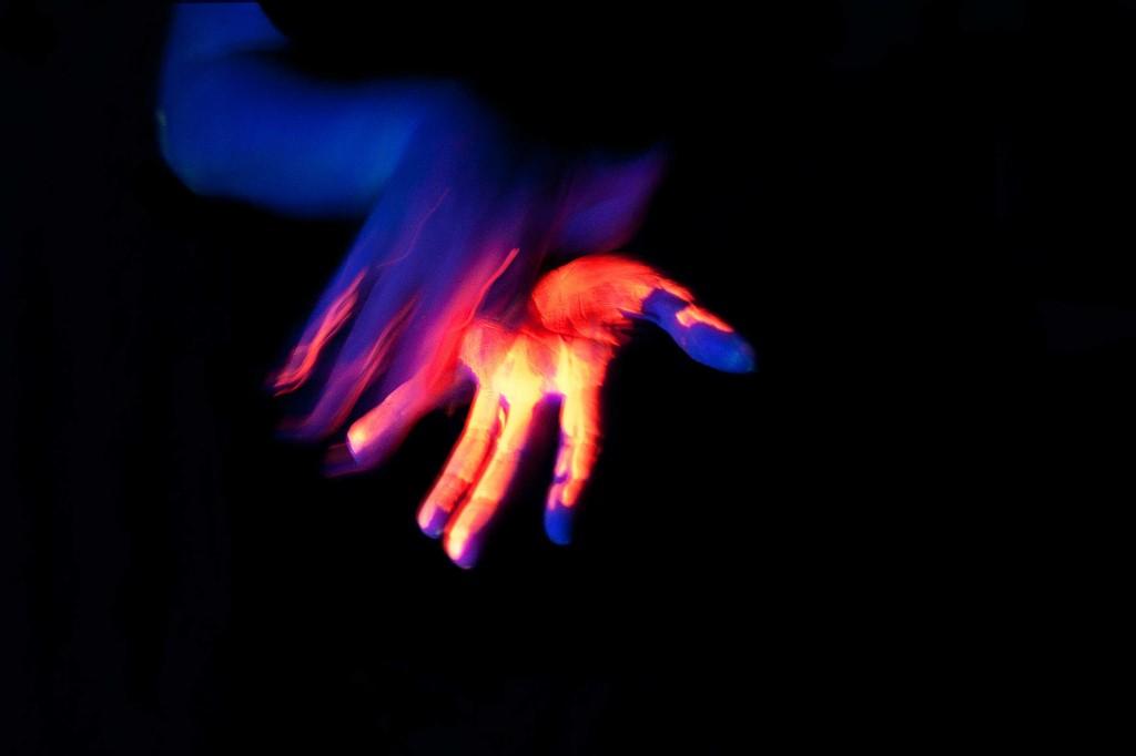 AnnaLamberg-Glowing-contact