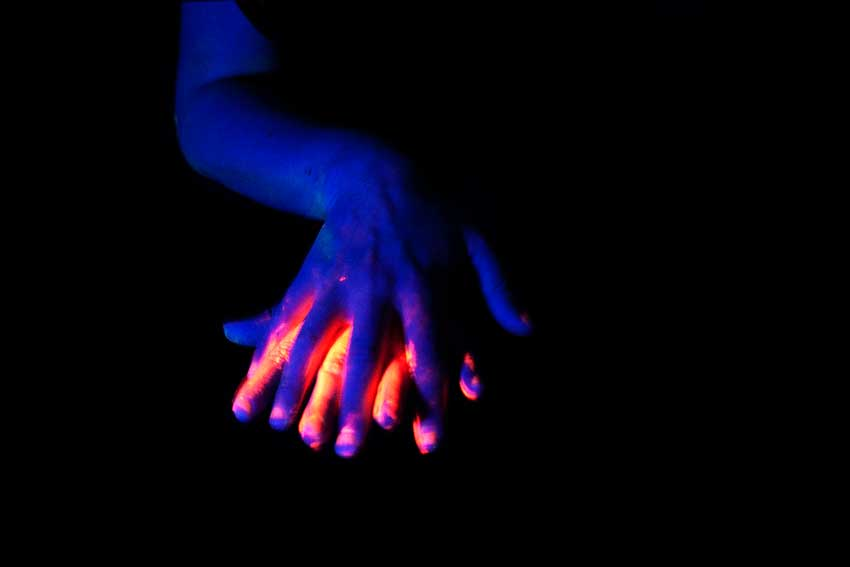 Glowing contact